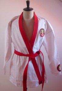 Il kimono di Elvis Presley con in evidenza il famoso TCB Lightning logo.